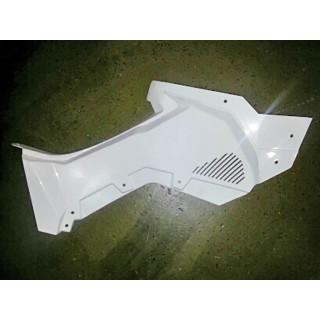 Панель облицовочная кузова боковая правая (белый), пластик, LU079932